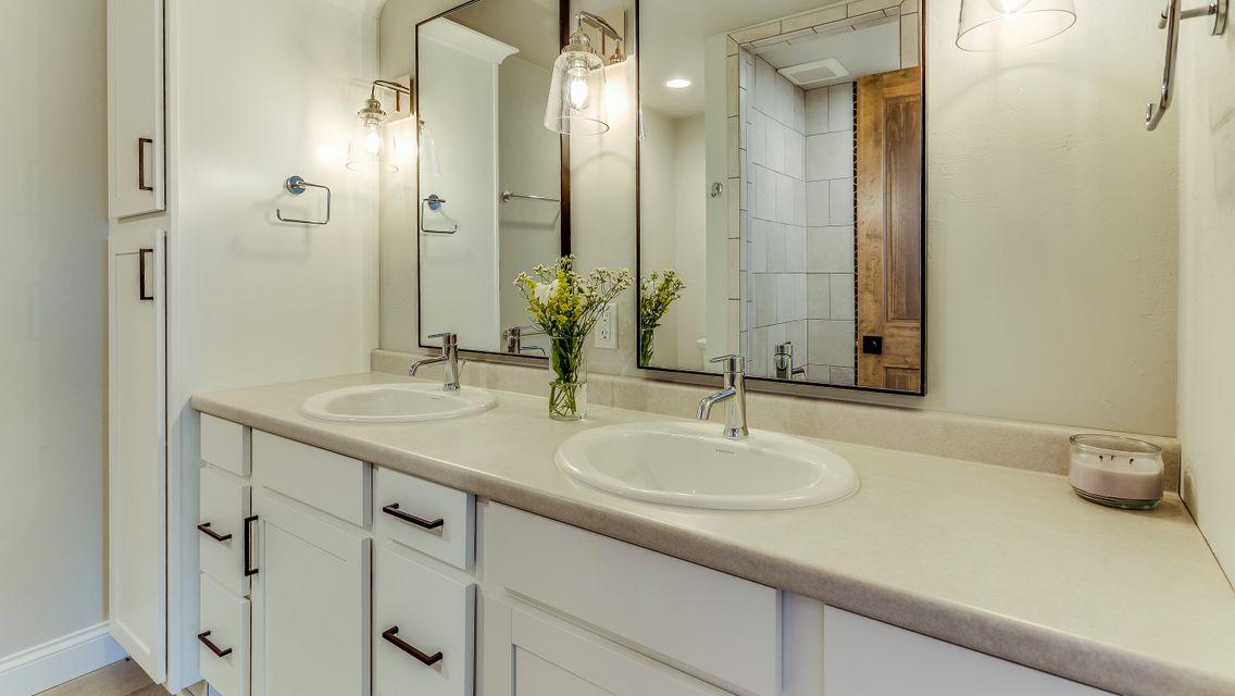 Master Bathroom Vanity 3380 Casey Trail