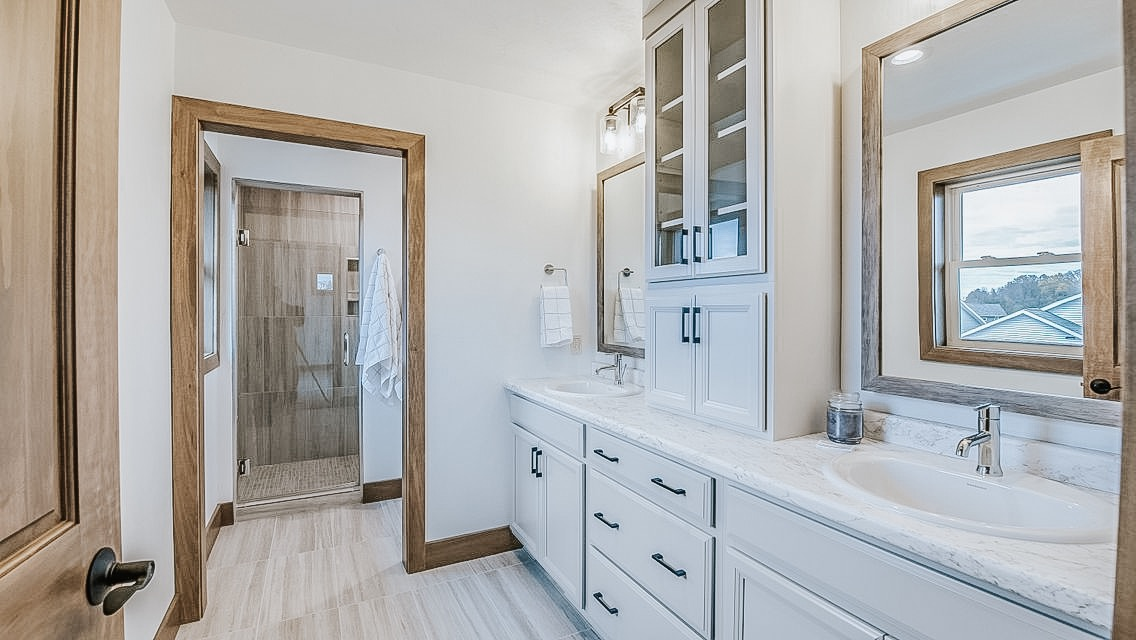 3370 Casey Trail - Master Bathroom Vanity